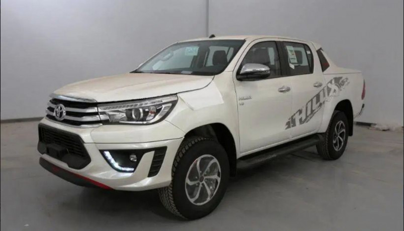 buy-toyota-hilux-car-on-easy-way-of-installments-big-0