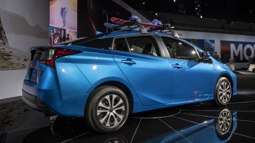 toyota-prius-s-2020-on-easy-installment-plan-per-investment-opportunity-big-3