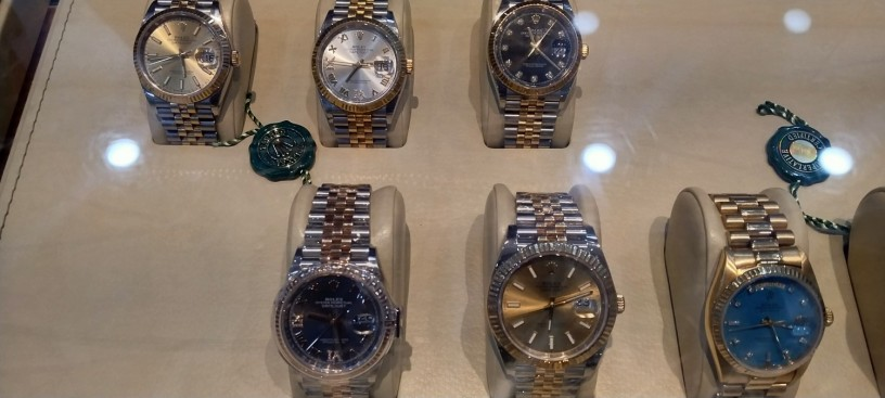 shah-jee-rolex-dealer-we-buy-new-used-original-watches-all-over-pakistan-big-1