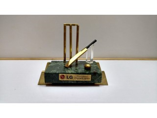 Brass item cricket model with beg  new condition